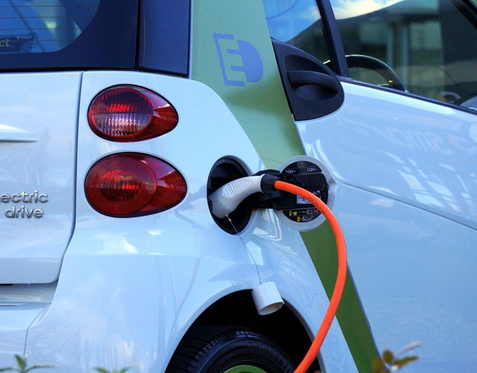 ?adowanie samochodu elektrycznego