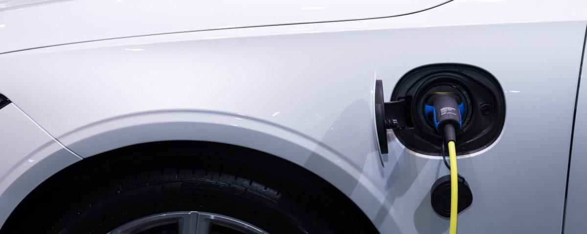 Ile jest samochodow elektrycznych w Polsce